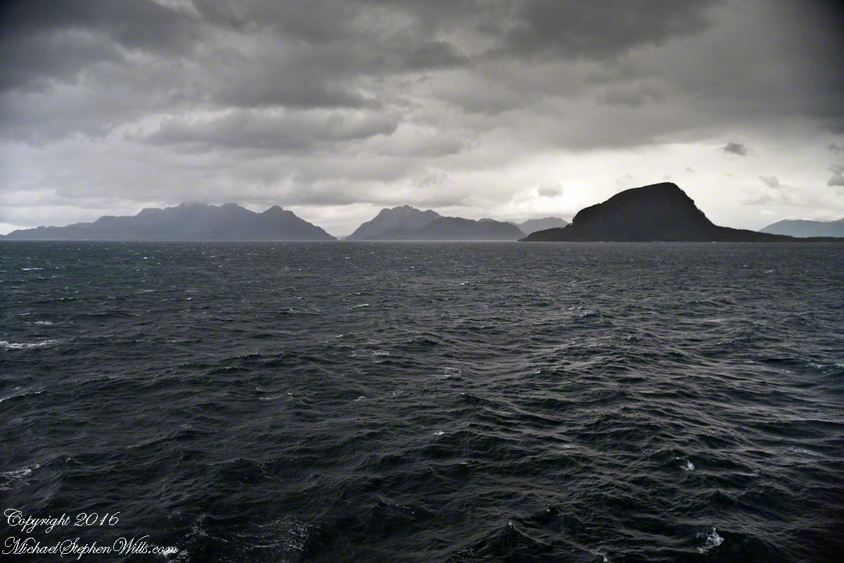 Sombrero Island, Peninsulas Larenas and Fresia