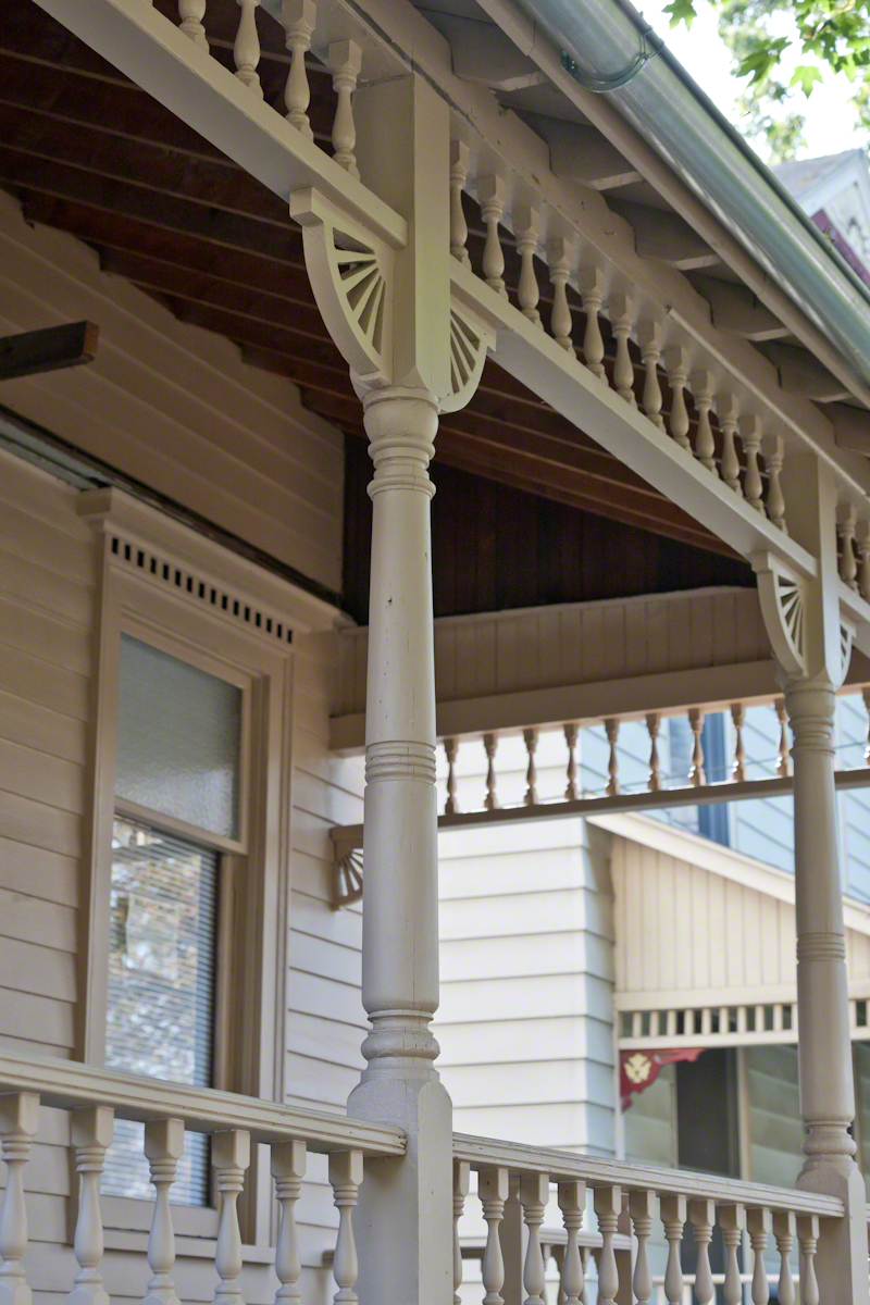 Dennis-Newton House Porch, Window